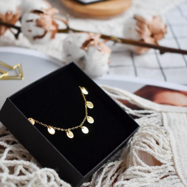 Biżuteria ze srebrnymi pozłacanymi gwiazdkami