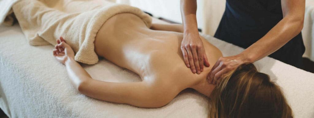 Dlaczego warto wziąć masaż? - świece sojowe Yush