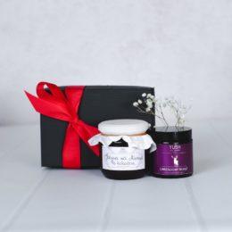 Zestaw prezentowy ze świecą i konfiturą