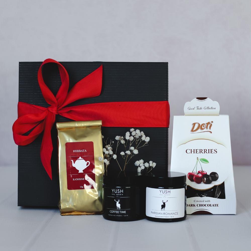 Zestaw prezentowy wiśnie w czekoladzie, herbata i świece sojowe